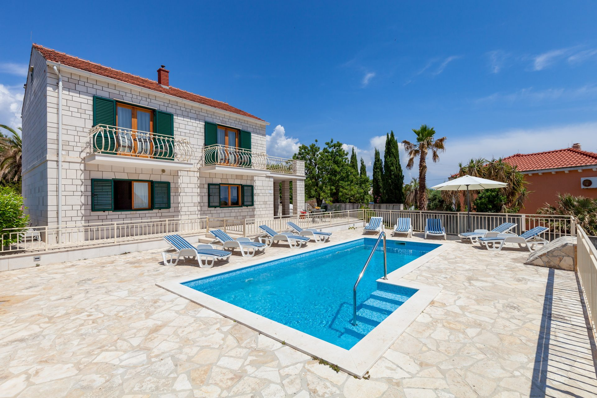Villa Vjeka with the swimming pool and sunbeds for renting