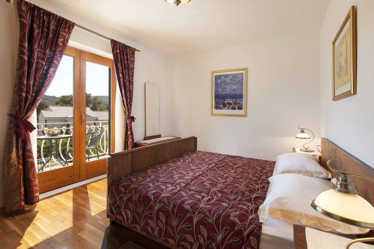 Double bedded room with the French doors in the Villa Vjeka