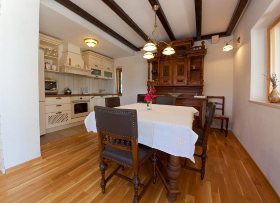 Kitchen and dining room | Rent a Villa Vjeka